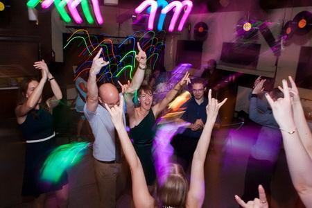 táncol minden fiú és lány